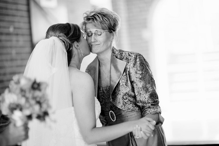 mom and bride before ceremony