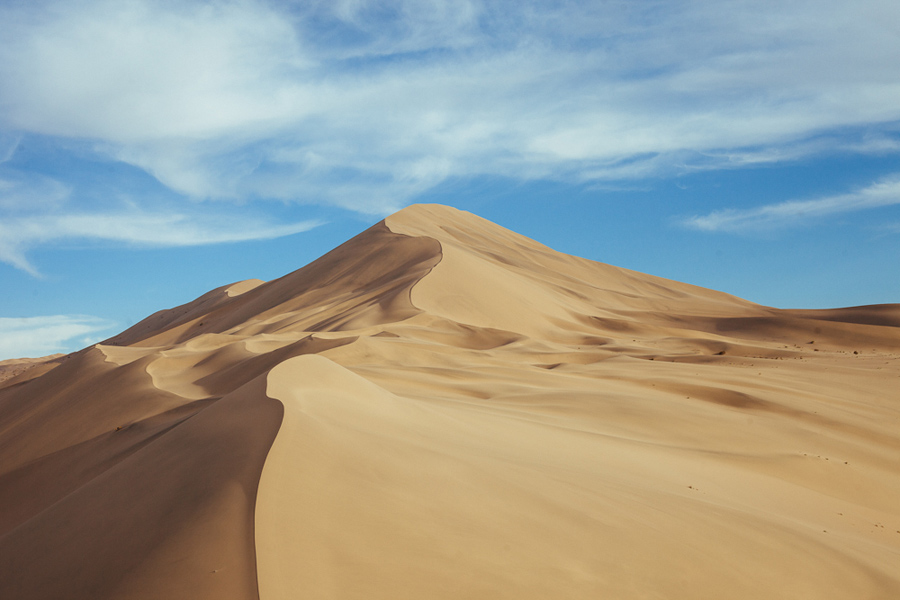 beautiful sand dunes in dunhuang china