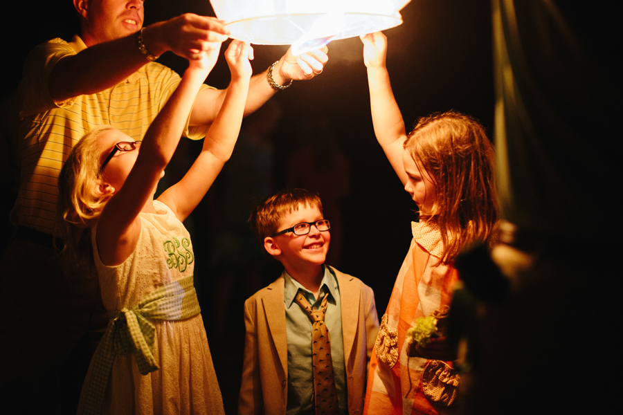 knoxville lanterns at wedding