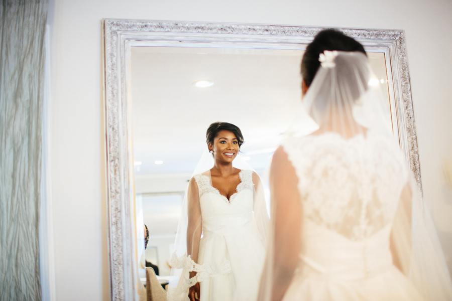bride getting ready at tennessee riverplace